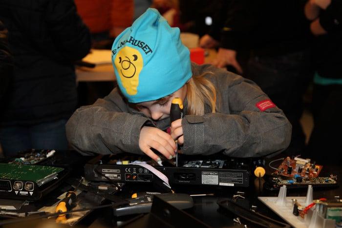 Engcon sponsrar teknikprojekt för barn och ungdomar