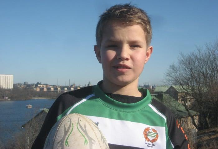 12-årige Elias får leverera matchbollen i VM – tack vare DHL